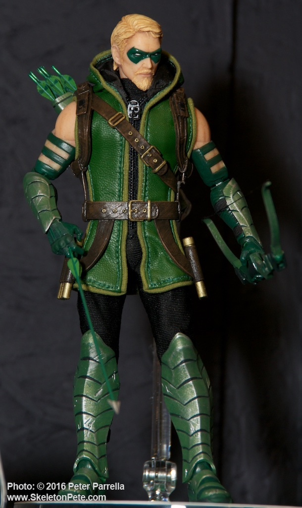 mezco toyz, green arrow, dc comics, one:12 collective, action figures